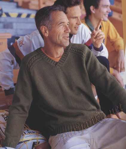 Мужской пуловер с косами, связанный спицами.  Описание и схемы бесплатно.